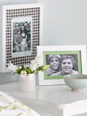 Fotorahmen mit Geschenkpapier als Passepartout