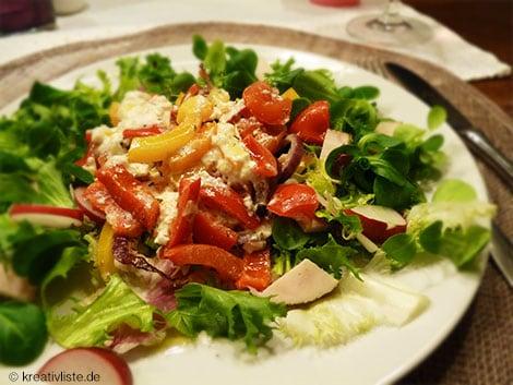 Gebackener Schafskäse auf Salat schmeckt am besten lauwarm