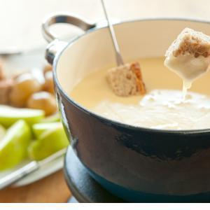fondue rezepte mit k se fett oder schokolade. Black Bedroom Furniture Sets. Home Design Ideas