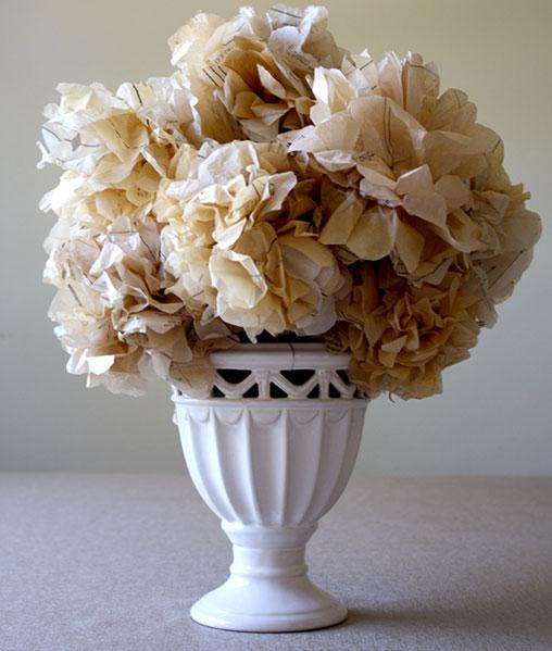 papierblumen basteln aus krepppapier seidenpapier. Black Bedroom Furniture Sets. Home Design Ideas