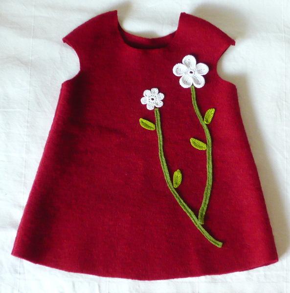 Kleid, Pumphose, Tulpenrock, Beanie für das Baby
