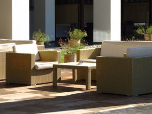 terrasse kreativ gestalten mit stein holz oder wpc. Black Bedroom Furniture Sets. Home Design Ideas