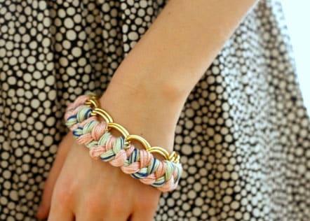 Armbänder selber machen aus perlen kordeln lederbändern und garn