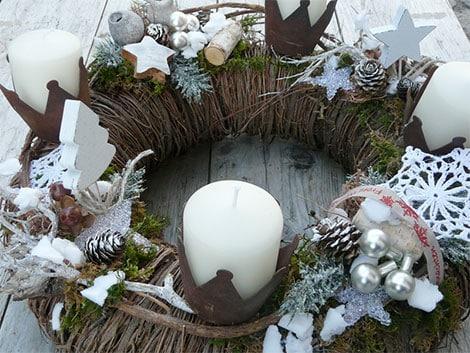 adventskranz und weihnachtskranz sorgen f r ein sch nes. Black Bedroom Furniture Sets. Home Design Ideas