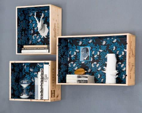 Regalelemente aus Weinboxen mit Geschenkpapier bunt gestalten