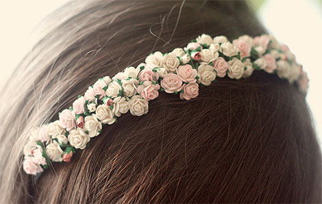 Haarreif mit Blüten selber machen© wishwishwish.net