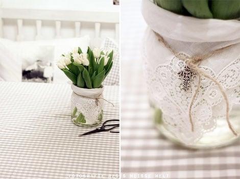 Blumen im Glas sorgen für zarte Eleganz