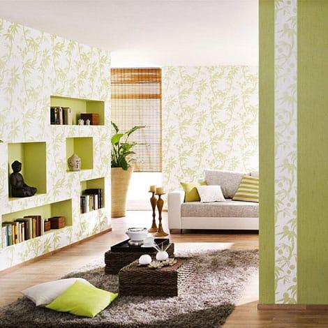 Fröhlich Wohnen mit floralen Tapetenmustern