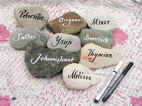 Steine bemalen als kreative Gestaltungsidee für Groß und Klein
