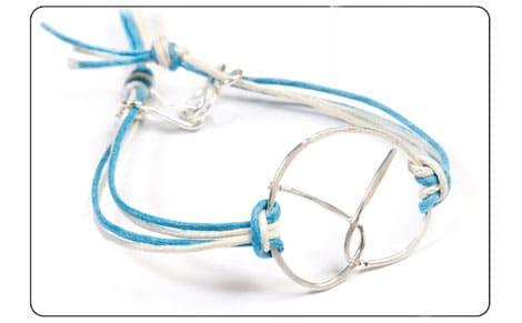 Ein selbstgemachtes Armband mit Brezel passt perfekt zum mädchenhaften Dirndl