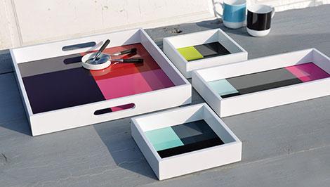 FourTimes Set ist ein 4-teiliges Holztablett, das sich ineinander stapeln lässt
