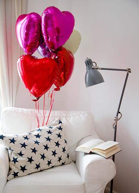 Mit Helium fertig befüllte Herz-Ballons kann man auch verschicken