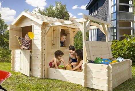 Spielhaus mit Sandkiste und Aufbewahrungsbox