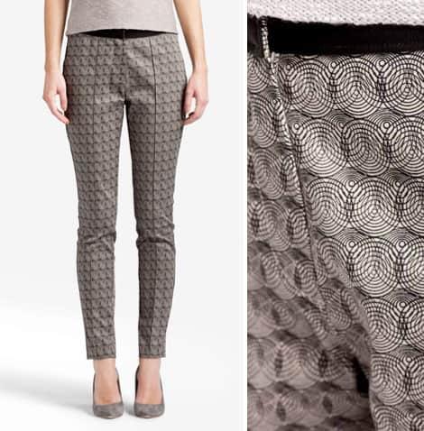 Hose mit grafischem Muster im Ethno-Stil