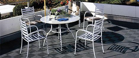 Rutschfester Bodenbelag für die Terrasse