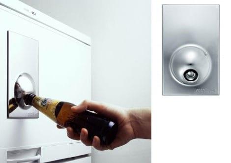 Geschenkideen für den Mann - hier ein magnetischer Kühlschrank-Öffner