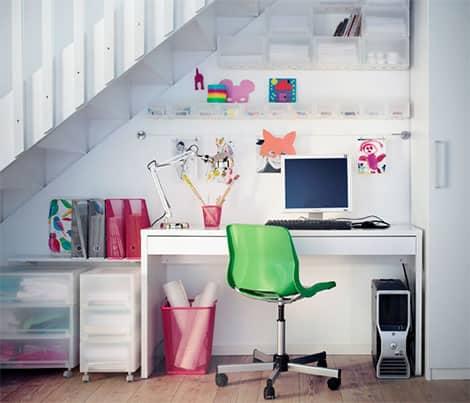 Für einen aufgeräumten Arbeitsplatz sorgen z.B. Zeitschriftenständer und Ordnungsboxen© Inter IKEA Systems B.V. 2014