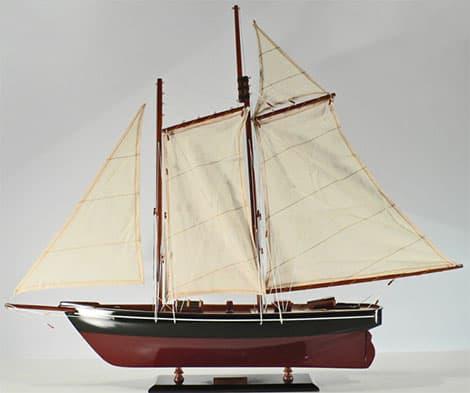 Maritimes Flair entsteht z.B. durch das Aufstellen von Schiffsmodellen