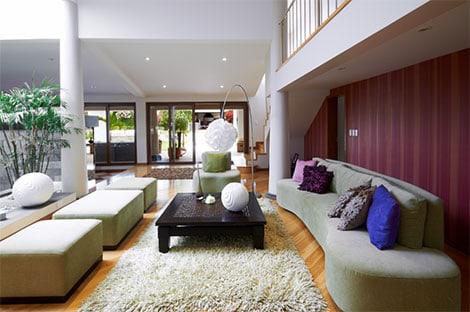 Rundungen und weiche Materialien dominieren das Erscheinungsbild von Lounge-Möbeln