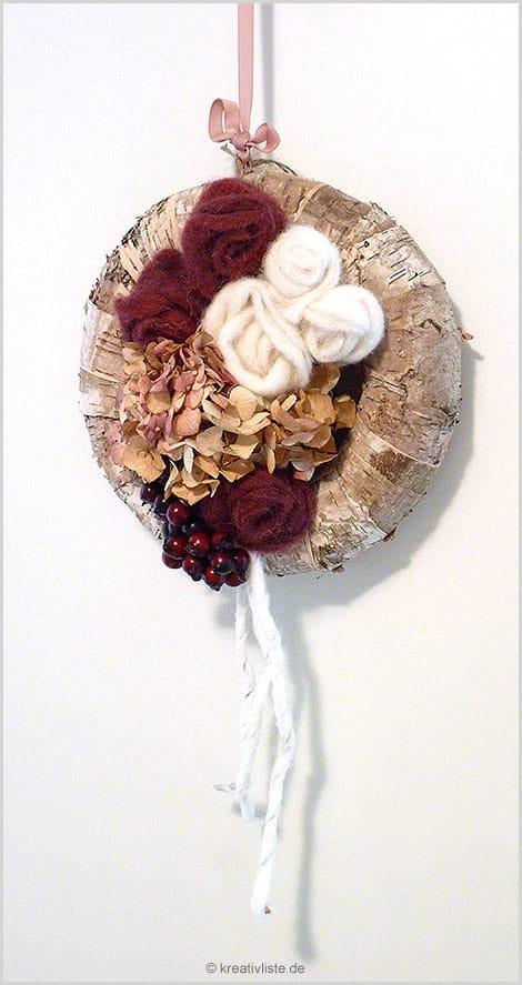 Herbstkranz mit Filzrosen