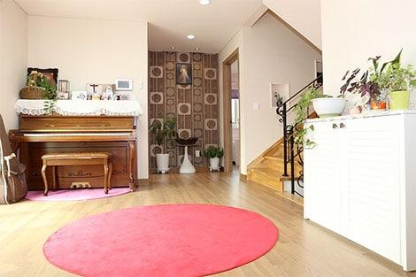 tapezieren das geht auch mit einer selbst gestalteten tapete. Black Bedroom Furniture Sets. Home Design Ideas