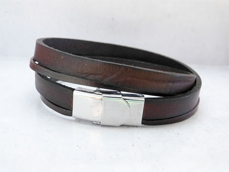 Leder-Armbänder gehören zu den beliebten Geschenkideen aus Leder