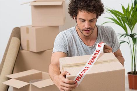 Empfindliche Ware für den Versand sicher verpacken