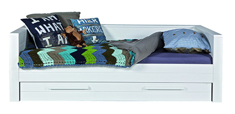 """Das Bett """"Robin"""" kann als Sofa genutzt werden und ist mir einer praktischen Schublade ausgestattet"""