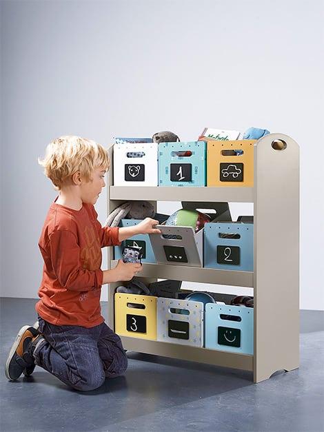 Diese kleinen Holzkisten schaffen Ordnung im Kinderzimmer