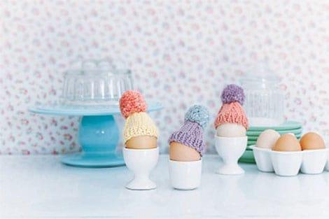 Selbstgemachte Eiermützchen sind ein Blickfang auf jedem Frühstückstisch