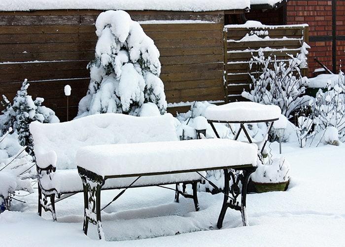 Dauerhaft ohne Witterungsschutz? Nicht bei allen Gartenmöbeln ratsam