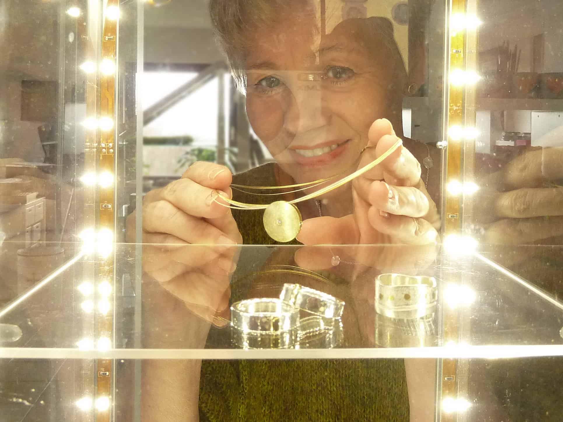 Wera Grünwald zeigt Ihre Schmuckunikate