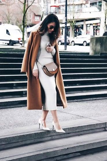 Bei langen Mäntel sollte das Kleid darunter nicht unter dem Mantel hervorblitzen