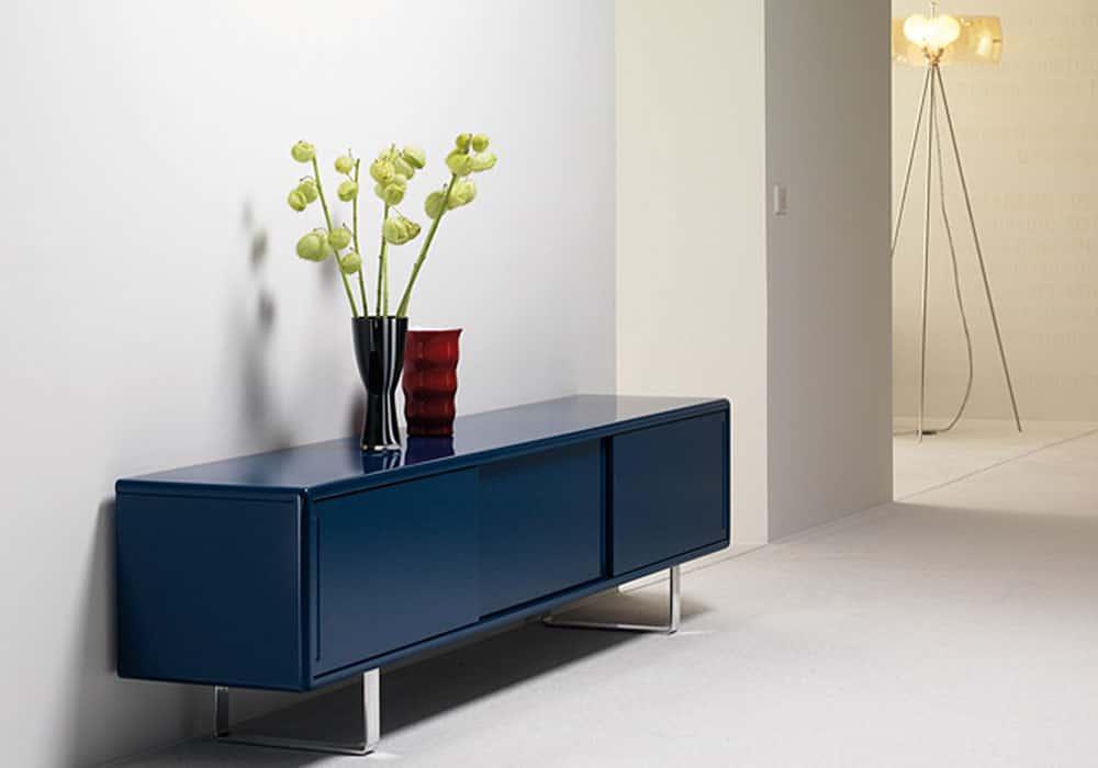 Blaues Sideboard als besonderer Hingucker