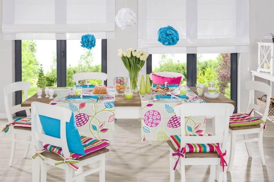 Gute Laune versprüht diese Ostertafel-Dekoration mit vielen Farben