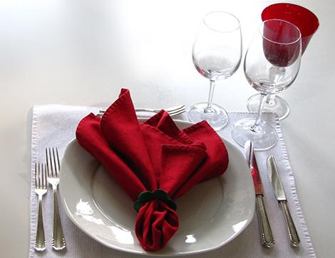 servietten falten zu ostern weihnachten hochzeit oder taufe. Black Bedroom Furniture Sets. Home Design Ideas
