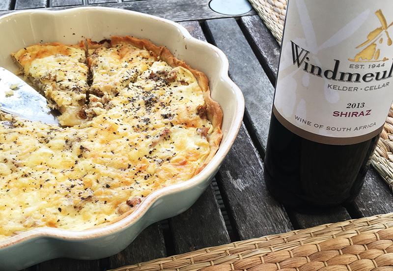 Zum Quiche passt Wein hervorragend