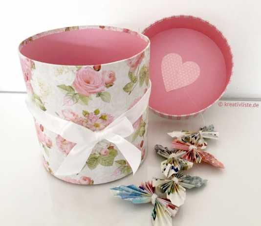 Geldgeschenk mit Schachtel und Schmetterlingen