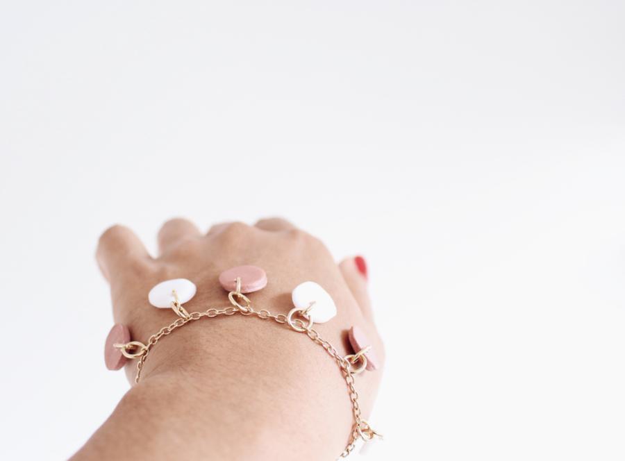 Armband mit Fimo-Anhängern