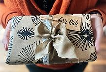 Geschenkpapier selbst machen aus Packpapier