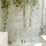 Helle Farben sind perfekt für ein kleines Badezimmer