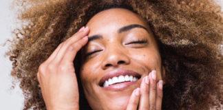 Rechtzeitig mit der Hautpflege gegen Falten beginnen, dann sind die Ergebnisse langanhaltend