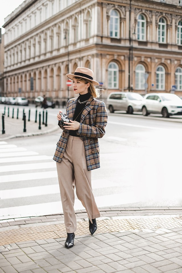 Casual Look: Blazer zu Shirt und Jeans stylen