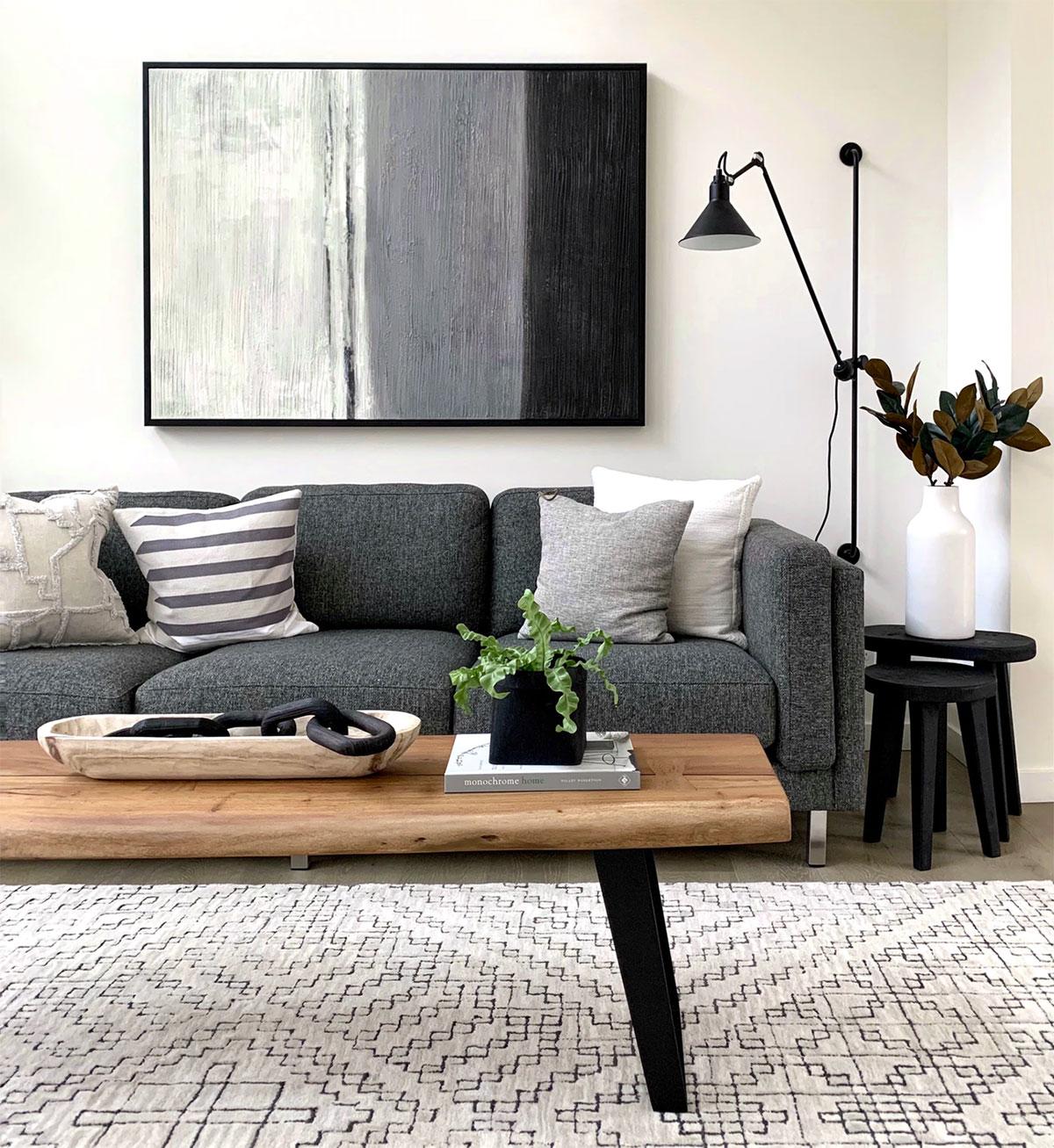 Holz in Form von Möbeln bringt optisch natürliche Wärme in den Raum