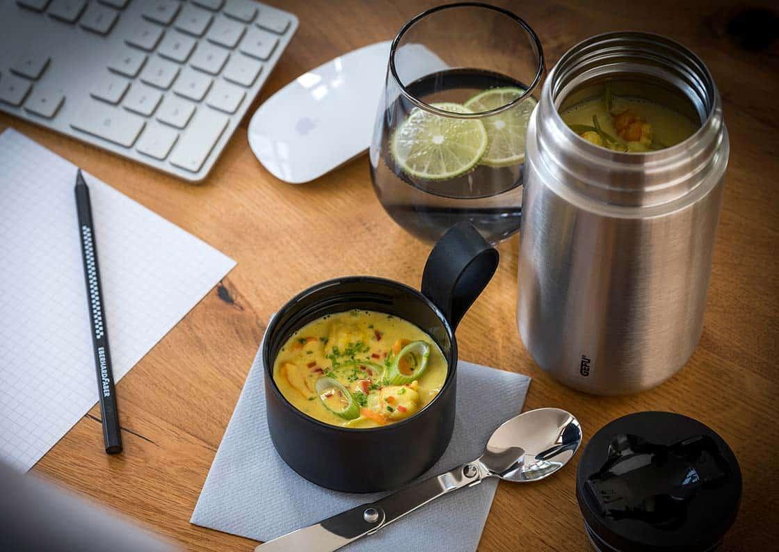 Zitronengras-Curry-Suppe mit Garnelen