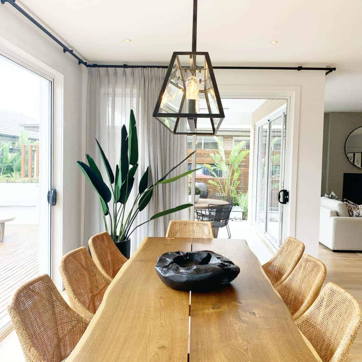 Der Massivholz-Tisch ein Stück Natur in den Raum bringen