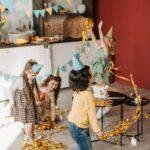 Dekoration für Partys: Luftschlangen und Konfetti
