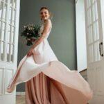 Satin gehört bei Brautkleidern zu den edleren Stoffen