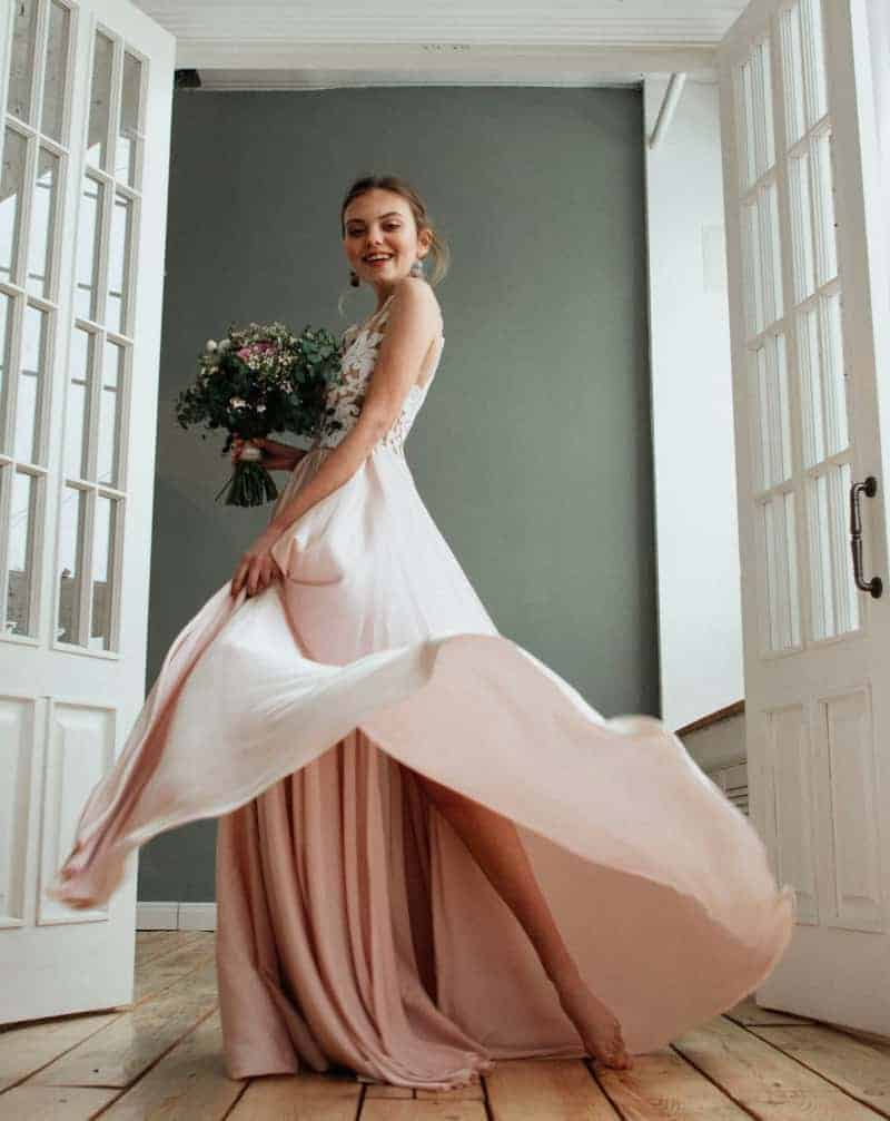 Ein romantischer Kleidertraum aus Spitze und Tüll