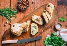 Kräuterbaguette mit Haselnüssen